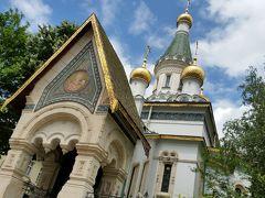 聖ニコライ・ロシア教会 17世紀のロシア教会の精神を組み込んで建立され、1914年に完成しました。5つの黄金ドームとエメラルドの尖塔、最後のロシア皇帝ニコライ2世が寄贈した8つのベルが見ものです。