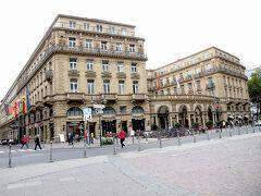 この日泊まったホテルは、 「Steigenberger Frankfurter Hof」  外観はゴージャス、歴史を感じる重厚な佇まい。 立地がよくて、いろいろな場所が徒歩圏で便利でした。
