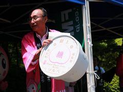 モモのアイス「献上桃ソルベ」を紹介する桑折町長 福島駅西口コラッセや桑折町内のコンビニで 販売しているそうです。