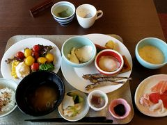 2017年6月7日(水)旅行3日目 晴れ  今日は函館から仙台への移動日。午前中何をしようかと考え、考えた挙句・・・お手軽に、近くの熱帯植物園へのお散歩に決まり。ホテルで荷物も預かって貰えるし・・・いい加減なプランです。    朝食もブッフェ。いつもの2倍は頂きます。朝からお刺身!アスパラガスも美味しい!お代わり!
