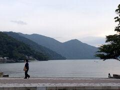 歩いて中禅寺湖へ。