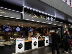 ホテルは朝食なしなので、テルミニ駅で仕入れます
