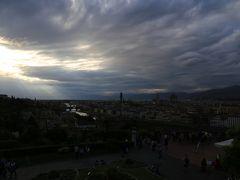 陽を見ようとやってきたのは「ミケランジェロ広場」が、辿り着いた時には、この天気(>_<)