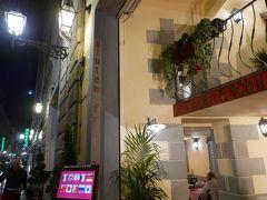 グーグルマップに気になるレストランに☆はつけてきたけど、今回のイタリアでは、拘るのをやめようと思ってたんです。  どうしてもあそこに行きたい!とかって、時間も労力も使って、ストレスになるし・・・  なので、逆にグーグルマップで、ホテル近くのレストランを探して行ってみることにしました!  今って、ホント便利な時代ですね。  『Ristorante Lorenzo de' Medici』  こちらのお店、日本語メニューもあるし、アジア圏以外にもドイツとか、あちこちのメニューがあったせいか、お客さん、そこそこいましたよ。