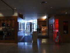 今回は湯村温泉にある甲府富士屋ホテルで日帰り温泉の旅。 チェックイン後、カフェテラス「ウイステリア」で軽食&ケーキ。