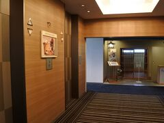 13階エレベーターホール。湯村温泉側に日本料理「雲居」。火曜定休。