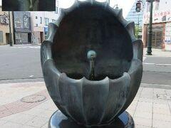 「日本一おいしい水のモニュメント」