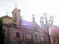 途中の道沿いのMonasterio de las Descallzas Reales(デスカルサス・レアレス修道院)へと立ち寄る。 ココの大階段のフレスコ画が見たかったのだが、タイムアウトで残念。  建物の外観だけを眺めて帰路に着く。