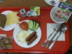 メシの写真が続きますが、こちらは宿の朝食。p280で、指定時刻に部屋に持ってきてくれました。写っていませんが紅茶が2つ付いています。 悪くない。