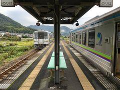 9時6分 矢掛駅到着。ワンマン運転のローカル線なれど複線のため、鉄道がすれ違うのも手間がない。