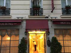 ☆プチホテル トゥーリン☆  今回の宿泊先ホテルです。パリ9区に位置し、オペラから徒歩15分。メトロCADEの近くです。  カルフールやマクドナルドもすぐそばにあります。  この近くのマクドナルドにびっくり!  タッチパネルが沢山立っていて、何か国もの言語で買いたい商品が選べます。  もちろん日本語もあって、タッチパネルで商品を選びレシートが出てきます。  レジにて支払いを済ませ、待っていると商品受け取り。とても便利でした。