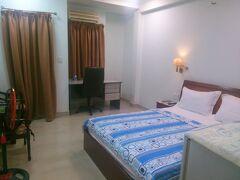 カンボジア・プノンペンからホーチミンへ無事帰れました。今回の宿は、公園の近くの宿を確保しました。