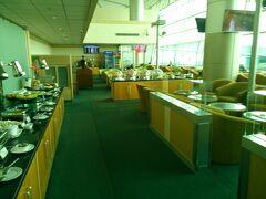 空港のプレミアム・ラウンジです。プライオリティー・カード持っていると世界中の飛行場で使えます。