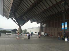 蘇州駅(蘇州火車駅)  大きい・・・大きすぎてフレームに入りきらず、横からとりあえず撮影。