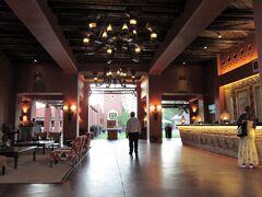【AVANI Victoria Falls Resort】  ロビー  1~2年前までサンベジサンでしたがリブランドされました。 お隣の姉妹ホテルも同時期にアナンタラへリブランド。 以前は地元有力者ムクニ氏所有だったとの事です。