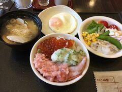 「ラビスタ釧路川」の朝ご飯はめっちゃ美味しいです♪ 朝から豪華海鮮丼を頂きます。  イクラもネギトロも盛り放題っての良いよね。 朝から丼ぶり2杯を完食。苦しくて動けない。(笑)
