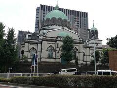 まずは、ニコライ堂。 最寄り駅は新御茶ノ水駅。 ここに来たのは江戸富士のランチが目的。(実は) 11時半開店なのでそれに合わせて歩きます。