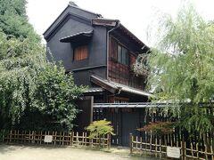 江戸富士さんから神田明神へ歩く途中にある古民家カフェ。 ランチ食べたばっかなんでお腹いっぱい。 いつか入りたいカフェです。
