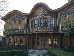 こちらは旧市街にある民族学博物館。 中には入りませんでしたが、屋根が特徴的です。