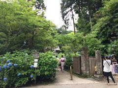 お茶をするところですね。明月院の入り口の近くにありました。