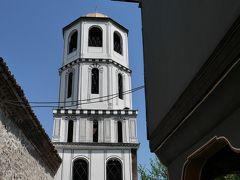 ネベット・テペから坂を下り、こぢんまりした聖コンスタンティン・エレナ教会に立ち寄るも、遠足の小学生でごった返していたため、中には入れず。 後づけの鐘楼と右手前が教会の建物なのですが、この下にわらわらと小学生がいるので写真が公開できません (T_T)
