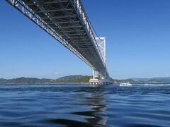 橋の両岸近くに「うずしお」が発生します。