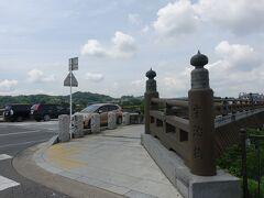 京阪の宇治駅に到着。駅のすぐ前に宇治橋があります。