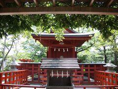鶴岡八幡宮 旗上弁財天社  源氏池の中の島にあります。