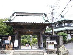 妙本寺 総門  本覚寺から歩いて直ぐ。 鎌倉駅~も近いので、よく訪ねる寺のひとつです。
