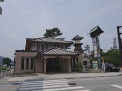 琴平駅も趣のある建物です。