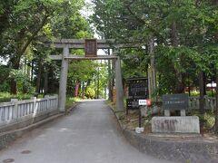 この日の最初は、河口湖畔に在ります 冨士御室浅間神社です。 二合目にも、奥の宮があります、 駐車場も、20台位停められます。  裏手の入口になります。