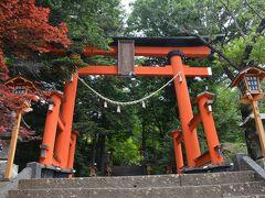 富士吉田市新倉にあります、浅間神社です。  新倉(あらくら)富士浅間神社です。 富士山と桜を撮影する場所として、有名な場所 です。 但し、テッペンの塔へ行く為に、300段以上の 階段を登る必要があります。 今回は、余りにも気温が高かった為、断念しました。