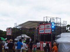 本日は石垣市制70周年記念行事の2日目。ちょっと行ってみます。でも、まだ時間が早いせいか人がまばら。