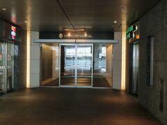 品川に到着後まずはチェックイン。 ホテルの下にはカフェやコンビニがあり便利です!