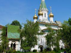 民俗博物館を出て、ホテルに戻ります。 可愛らしさでは随一の聖ニコライ・ロシア教会は、青空のもと更に美しく見えます。