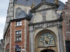 最古の「聖パウルス教会」 祭壇にはルーベンスの絵画が展示されている。