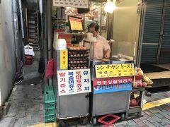 向かったのはホテルから3分ほどの所にあるシンチャントースト。  私、韓国の鉄板で焼いてくれるホットサンド大好きなのです。