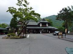 バスで中禅寺湖温泉バスターミナルに行き、そこから約5分歩いて、華厳の滝へ
