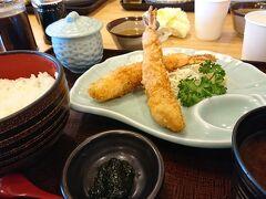 まずは「魚太郎」でランチ。 私は海老フライをセレクト。 薄い衣にプリプリの大きな海老で大満足!