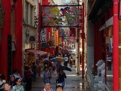 翌日は長崎市の中華街に移動。昼食を探します。