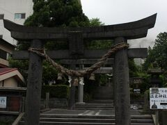 満明寺の道路を挟んだ斜め向かいに、温泉神社が~・・