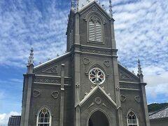 有料道路を超えてまず最初に着いたのは崎津天主堂。 日本の漁村と教会という珍しい組み合わせに興味を惹かれました。 私は支倉常長ストーリーにあこがれ、世界各地の教会を訪れています。 メキシコやペルー、フィリピン、インド、マカオなど、それぞれの地域で風土を取り込んでいるのを感じるのがとても好きです。 内部が畳というスタイルがとても興味深かったです。 お寺同様、教会もまたその国の文化や国民性をうまく導入してできているものなのね。人のよりどころって、そうあるべき。 昔ここで踏み絵が行われたんだそう。