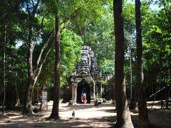 そして次にやって来たのは  タ・ソム寺院