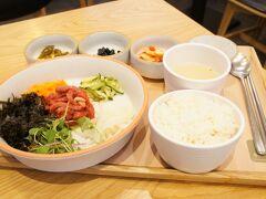 【@COEXモール】 メトロにて、江南へ 朝ご飯を食べそこねたので、フードコートでブランチです