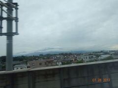 窓から見える、上田城址。