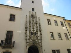 有名な旧市庁舎。