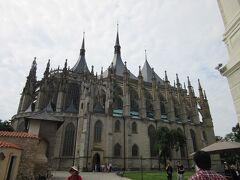 プラハの大聖堂に負けないくらい大きな教会です。