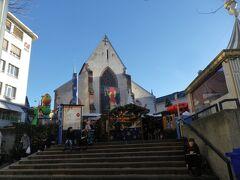 さて、クリスマスマーケットのもう一方の会場、バーヒューザープラッツ/Barfüsserplatzにやってきました  ちなみに奥に見えているのはバーゼル歴史博物館です ↓興味がある方はこちらを参照 http://4travel.jp/travelogue/10630941