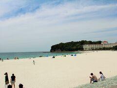 相変わらず綺麗な白い砂浜だなぁ。 関西の人気海水浴場なので、夏は大渋滞必至のこの周辺。 お天気が良くて暖かい日とはいえ、まだ6月なので人も少なめで良かったなぁ♪