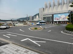 9時丁度に境港駅に到着。駅前の無料の駐車スペースに空きがあり駐車。